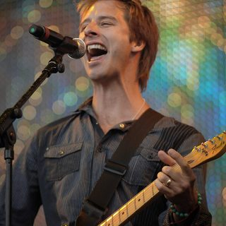 Look Who's Coming to Hemsby Beach Holiday Park in 2018 – Chesney Hawkes!